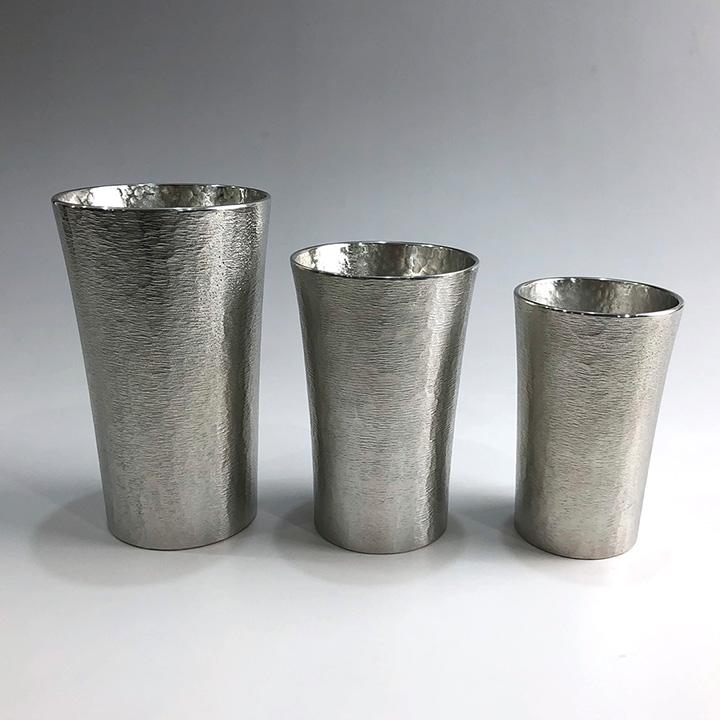 錫でできたタンブラー・ビアジョッキ